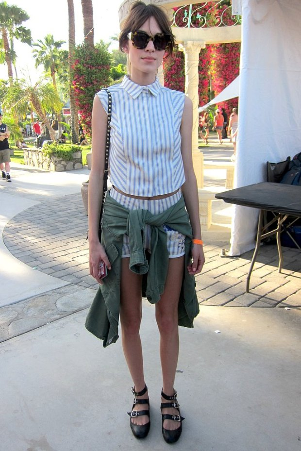 Alexa-Chung-showed-off-her-impeccable-style-striped-collared